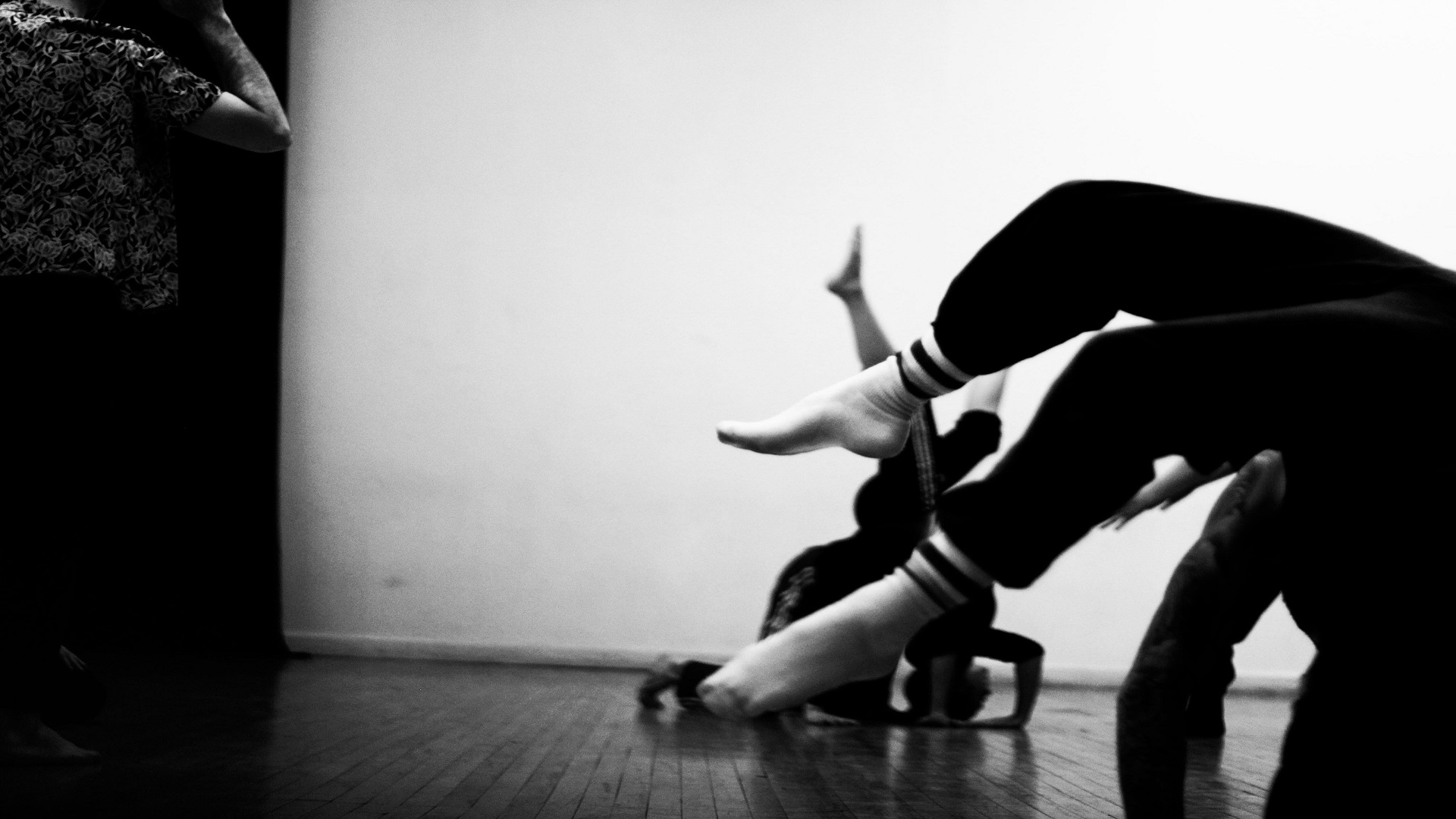 CONTACT IMPROVISATION: LIZZIE ROSENTHAL